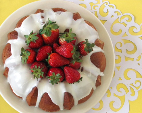 Bakers Royale » Pound Cake with Strawberry Coulis