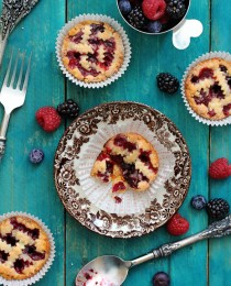 Mini Mixed Berry Pie Bakers Royale 210x260