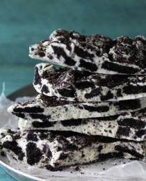 Cookies and Cream Oreo Bark Bakers Royale 210x260