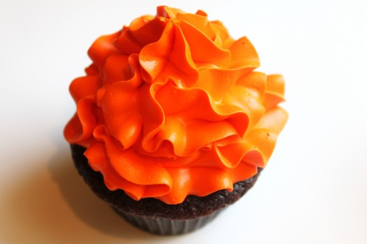 ruffle swirled cupcake frosting how to video 530x353