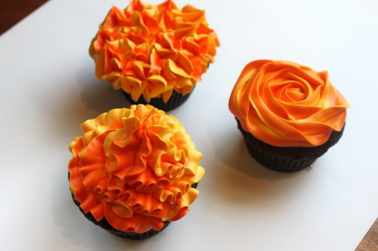 two tone cupcakes decorating How to Created by Diane 530x353