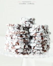 Peppermint Crinkle Cookies via BakersRoyale 210x260