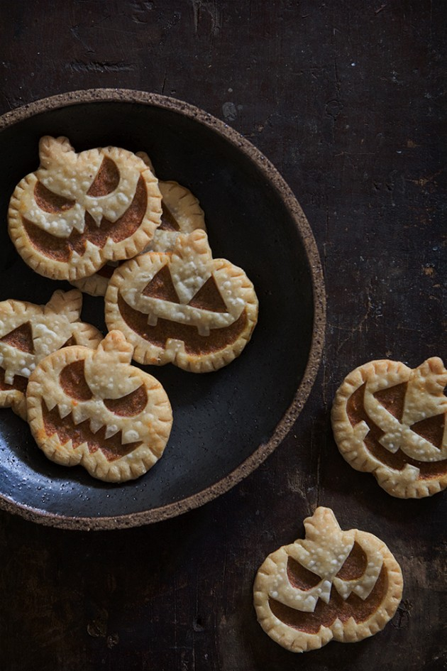 Jack-O-Lantern Pumpkin Hand Pies | Bakers Royale