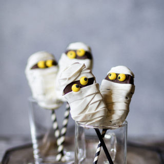Fluffer Nutter Mummy Cookie Pops via Bakers Royale