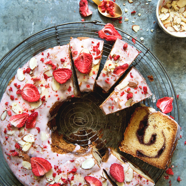 Strawberry Vanilla Jam Cake via Bakers Royale 600x600