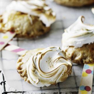 Lemon Meringue Pie Pops (1) copy