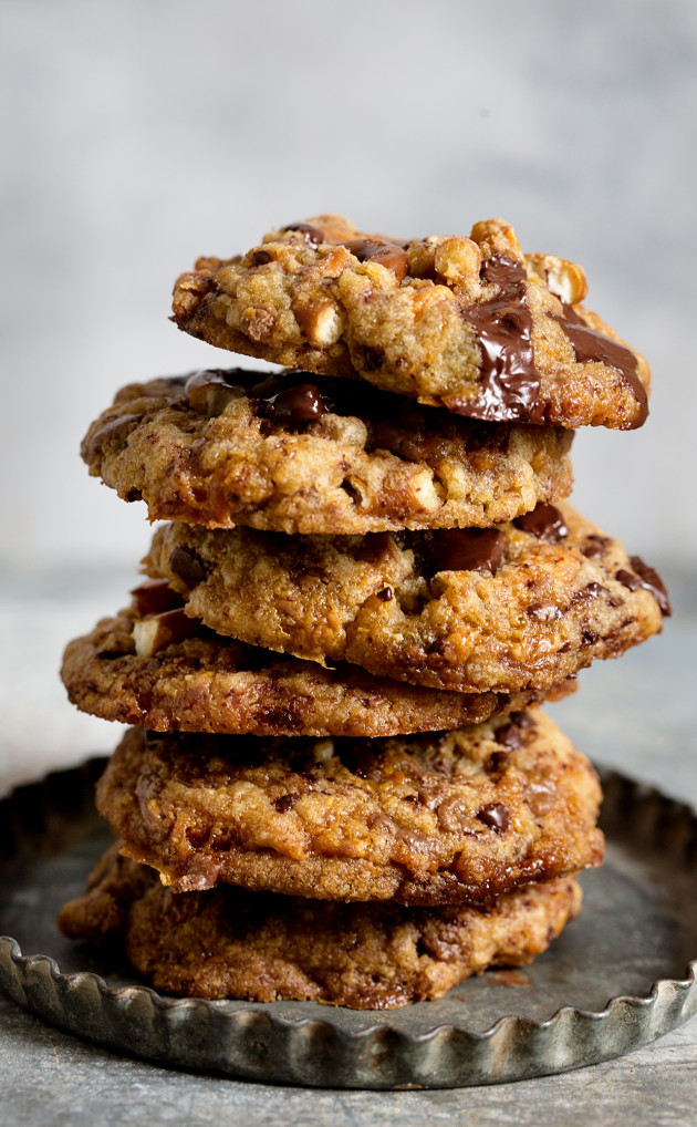 Butterfinger Pretzel Cookies via Bakers Royale