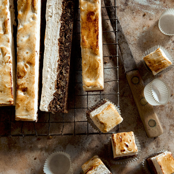 Oatmeal Chocolate Chip Cookie Smore Bars via Bakers Royale 600x600
