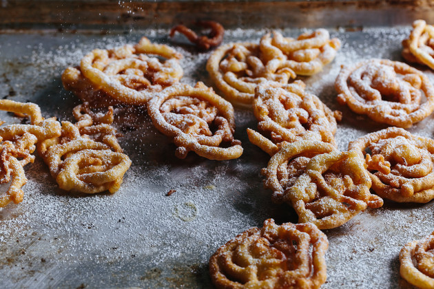 Easy Funnel Cakes Recipe