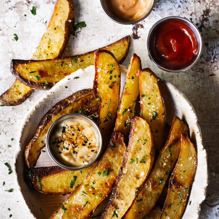 Crispy oven-baked potato wedges