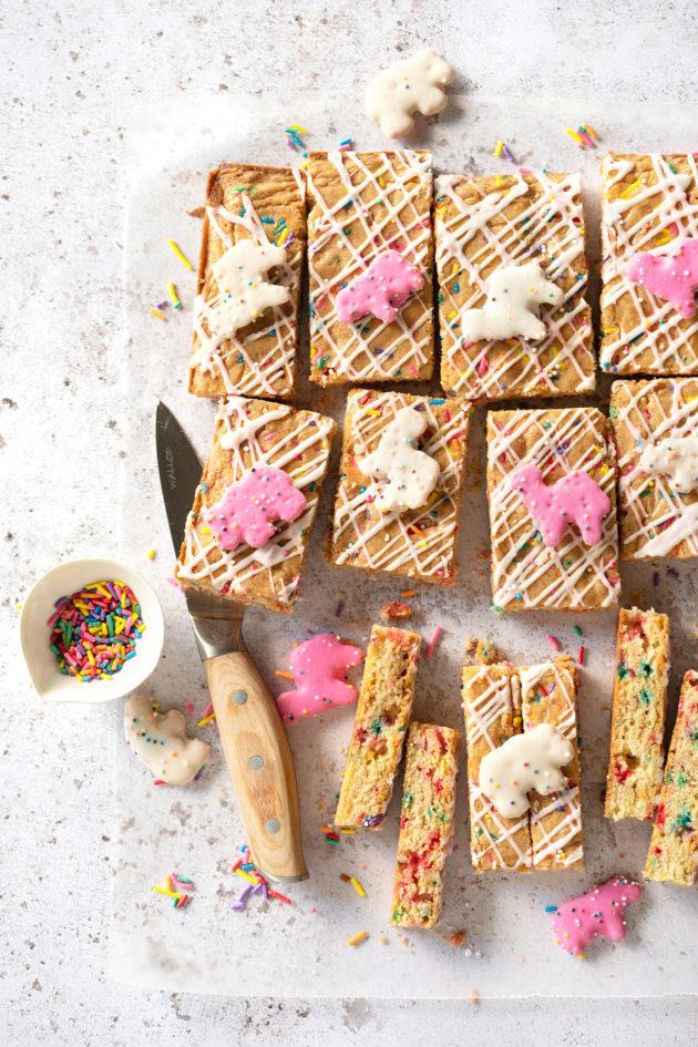 Animal Cookie Blondies via Bakers Royale