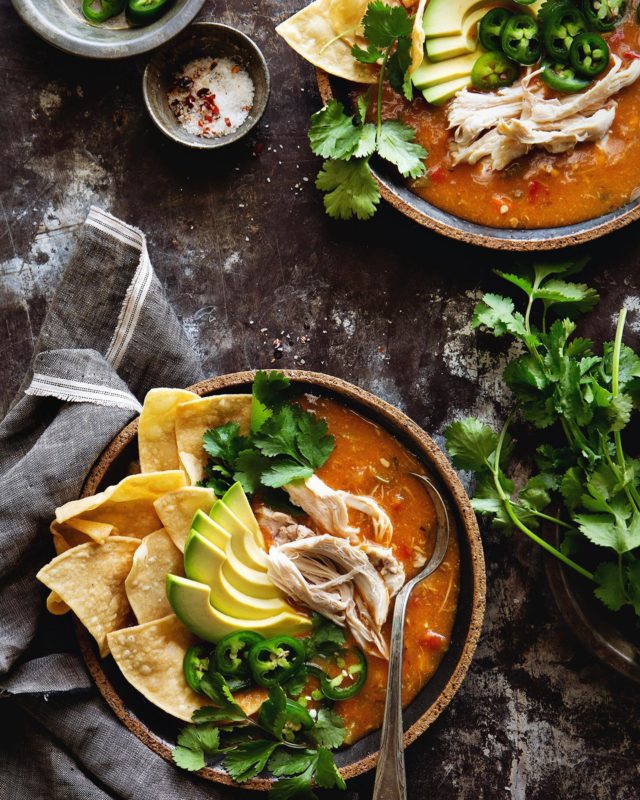 Easy Chicken Tortilla Soup to start the week because Sunday is for slow living, cozy dinners and putting off laundry. - #soup #dinnerideas #easyrecipe #chickenrecipes